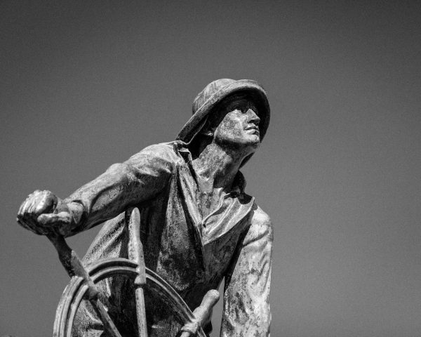 Glouster Fishermans Memorial - BW