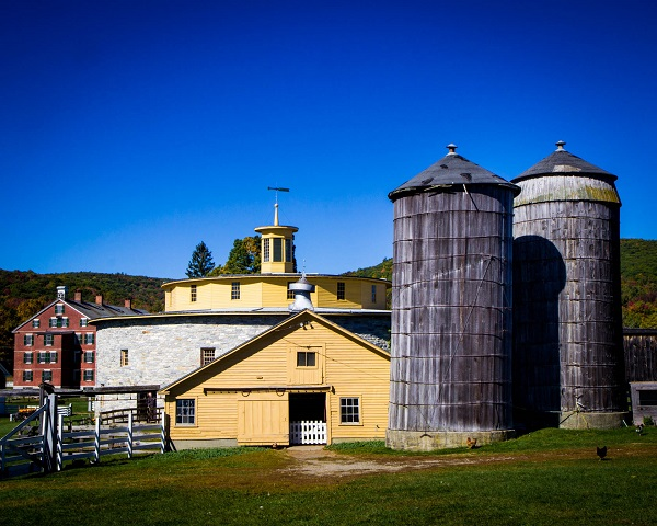 shaker-barn-and-silo-color