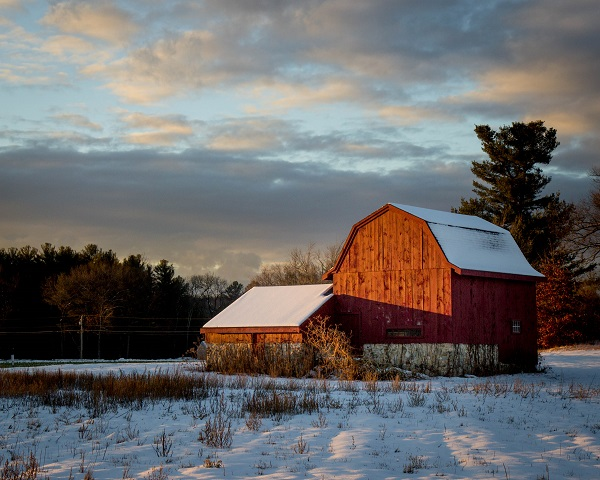hollis-barn-at-sunset